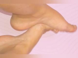 Novinha dos pés lindos