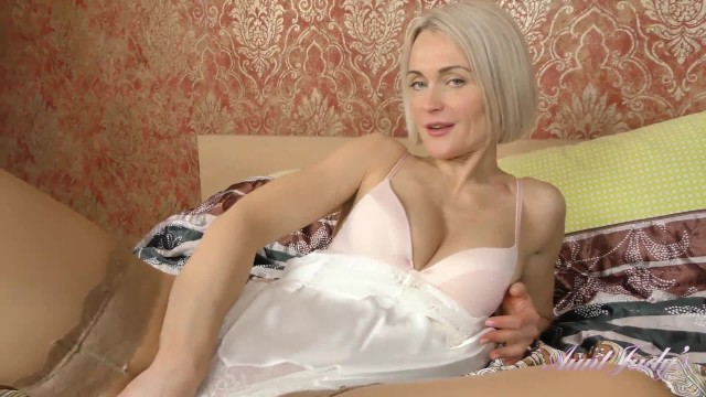 Lingerie model agency 40yr old super-milf aunt natie masturbates in sexy stockings and lingerie