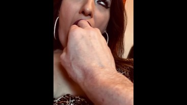 Latina Babe milf Ezza_shae let's camera man play with her ass and pussy