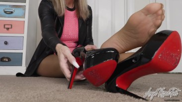 Pantyhose Feet Tease With JOI - Nikki Ashton