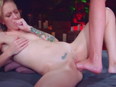 Teen lesbian mashayang adore riding a foot with her dripping holes | Recorded Cam Show