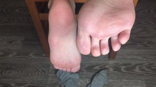 STUDENT GIRL SHOW FOOT IN GRAY SOCKS SMELL SOCKS AND WORSHIP FETISH