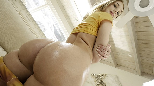 Big ass pornt Stepsis shakes her big ass on my dick