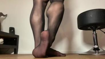 fbb muscle legs, feet tease in pantyhose