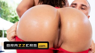 Brazzers – Thicc Phat ass Cuban Luna Star loves anal