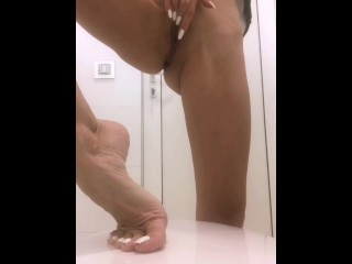 I love to masturbate & pee on my sexy feet in public toilets