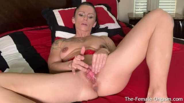 Big clits big pussy lips - Fit milf with huge clit and big lips rubs out a pussy clenching orgasm