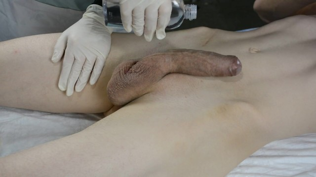 Huge cock cums - Skinny boy with huge cock cums twice on his esthetician. wax with handjob