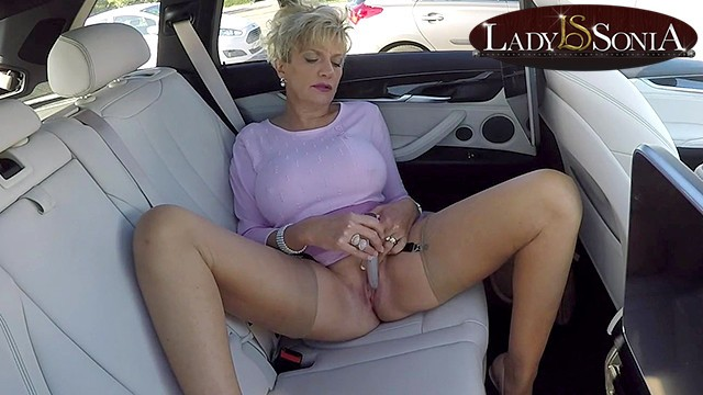 Mature ladey - Busty mature lady sonia masturbates in her car