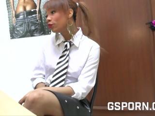 Entrevista de trabajo caliente a joven negrita