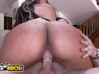 BANGBROS – Big Booty Latina Sofia Riding Dick On Couch (Loop)