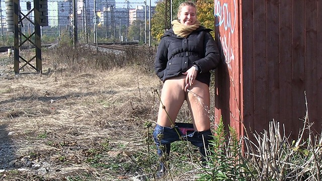 Free videos of women pissing outside - Blonde gets messy as she pees outside