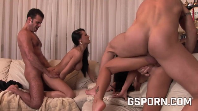 Ipod wi-fi porn - Two hot couple for a hard orgy