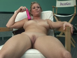 Blonde Babe Enjoy Pussy Masturbation With Her Pink Toy