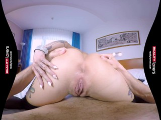 Mature VR porn squirting escort