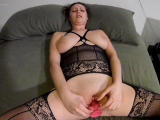 Natural GF tries out new dildo. I think she likes it.