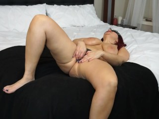 Samantha play with her pussy and cums