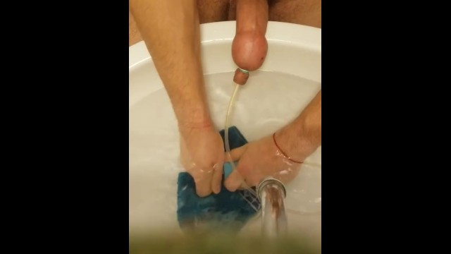Side effects of penis pumping - Pumping water in my penis / foreskin