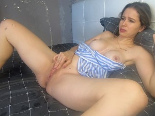 Beauty brings herself to orgasm with a squirt masturbating CatherineRain