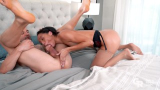Cute ebony Alexis Tae gives a hot rimming and get fucked
