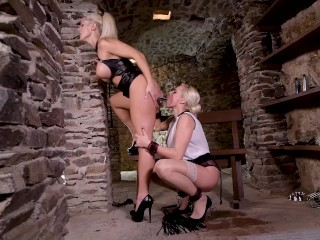 Ass fucking and fisting of Brittany Bardot by Mistress Blanche Bradburry