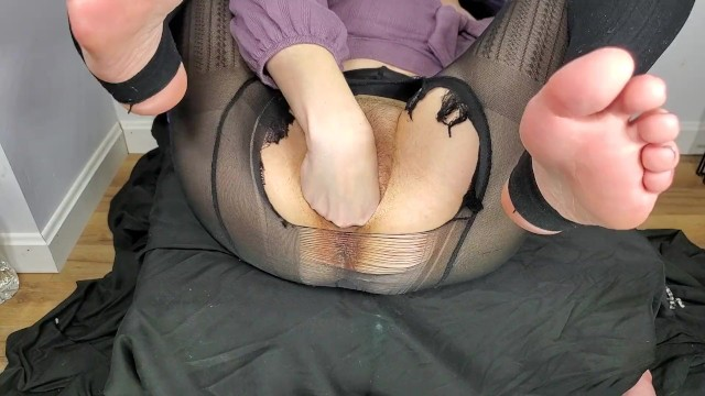 Amateur female hose pantie pose Stuffing my loose pussy in ripped open panty hose with feet in the air