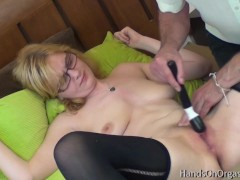 Blonde Babe With Excellent Tits Gets Poon Rubdown To Real Orgasm