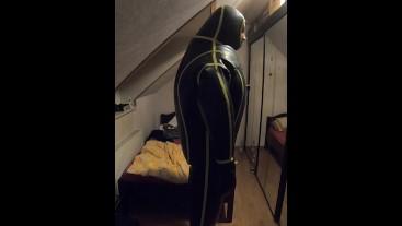 Mit Frauenmaske von Secret Latex in aufblasbaren MD-Latex Cyborg Suit