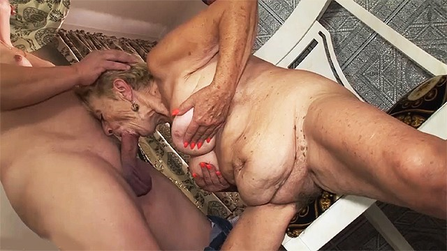 89 hairy Sex with a 89 years old grandma