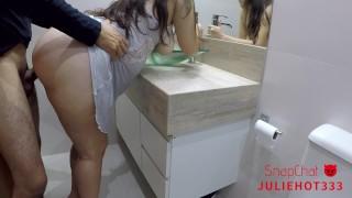 Porno zdarma - Big ass latina Rapidinha No Banheiro Com Gozada Na Bunda Da Rabuda Brasileira Part 2