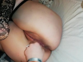 Playing with wet pussy of chubby gf