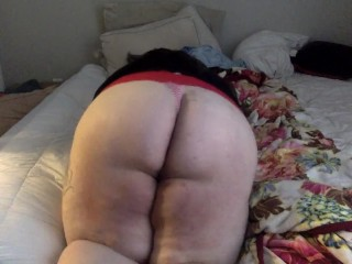 SSBBW SPREADS HER CHEEKS AND SHAKES ASS FOR THE CAMERA