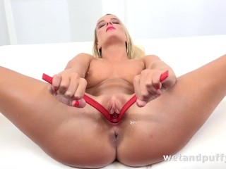 Pussy Play Makes This Hottie Orgasm Hard!