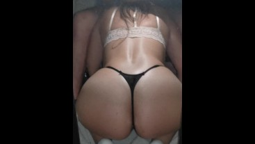My sister-in-law comes to my penis, sucks me and makes me a big black kiss!