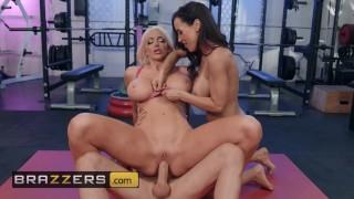 Brazzers - Porn legends Lisa Ann & Nicolette Shea share cock