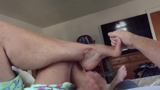 Porn shemale jacking off - Aunt annette is at it again,shows arches and jacks me off
