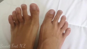 Naked Toes and Soles close up to satisfy your foot fetish