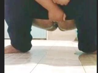 Peeing – BBW Thailand girl – Amateur