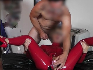 BIG DILDO PLAY AN BLOWJOB TONGUE PLAY IN LATEX CATSUIT
