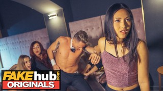 LADIES CLUB Asian Teen Swallows Stripper'porno Cum porno Public Bathroom