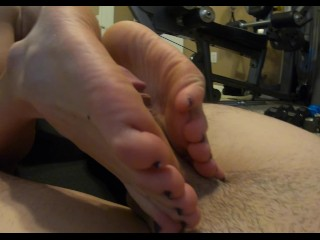 College Girl naked uses her TINY FEET to Jerk off my BIG COCK to CUM HARD