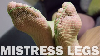 Лучшее порно видео - Close Up Красивые Подошвы И Пальцы Ног Крупным Планом В Зеленых Носках В Сеточку