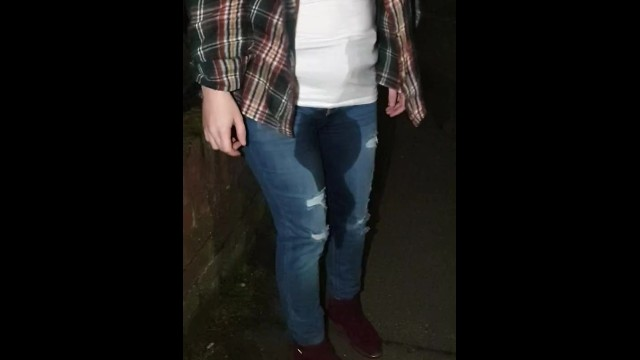 Edward need to pee bella smut - Gf needed to pee and just wets herself in jeans while walking home