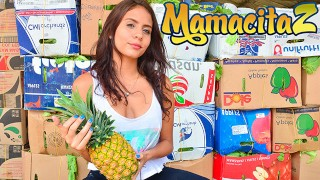 MAMACITAZ - Latina adolescente pega para o seu primeiro orgasmo esguichando