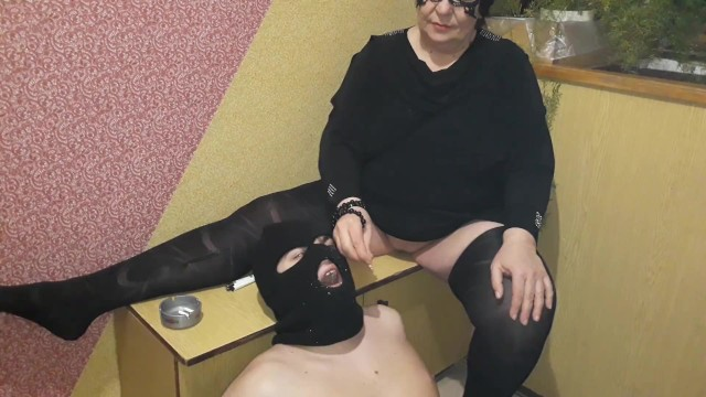 Fifi la fume adult gallery Mom smokes and uses her son instead of an ashtray