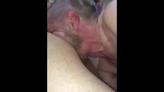 無料ポルノビデオ - おなら:おならボックスに空気を吹き付ける