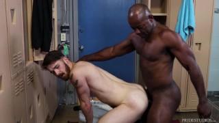 ExtraBigDicks - Aaron Trainer Likes What He Sees In The Locker Room