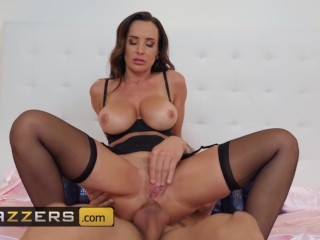 Brazzers – Milf Lisa Ann gets fucks in stockings and gloves