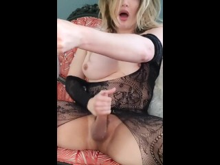 Me shaking my ass the sucking some cock...