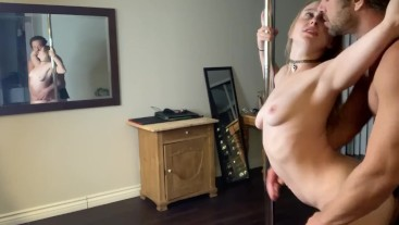 Cam girl gets piped on stripper pole in new apartment